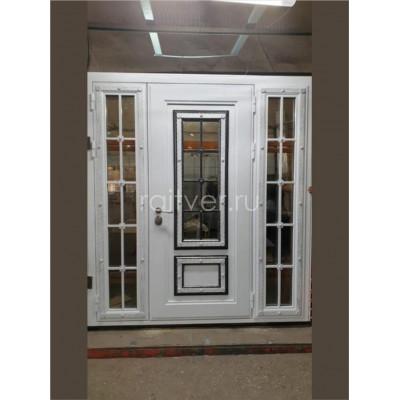 Белая входные уличная заказная дверь с тремя стеклопакетами